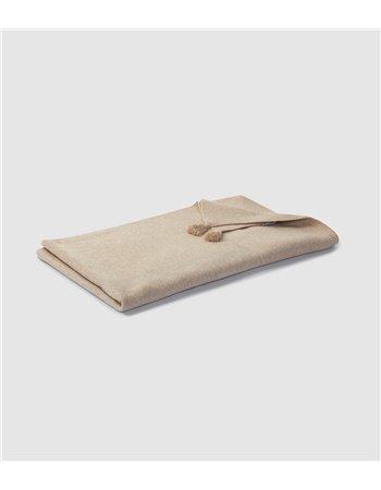 Couverture tricotée avec pompons